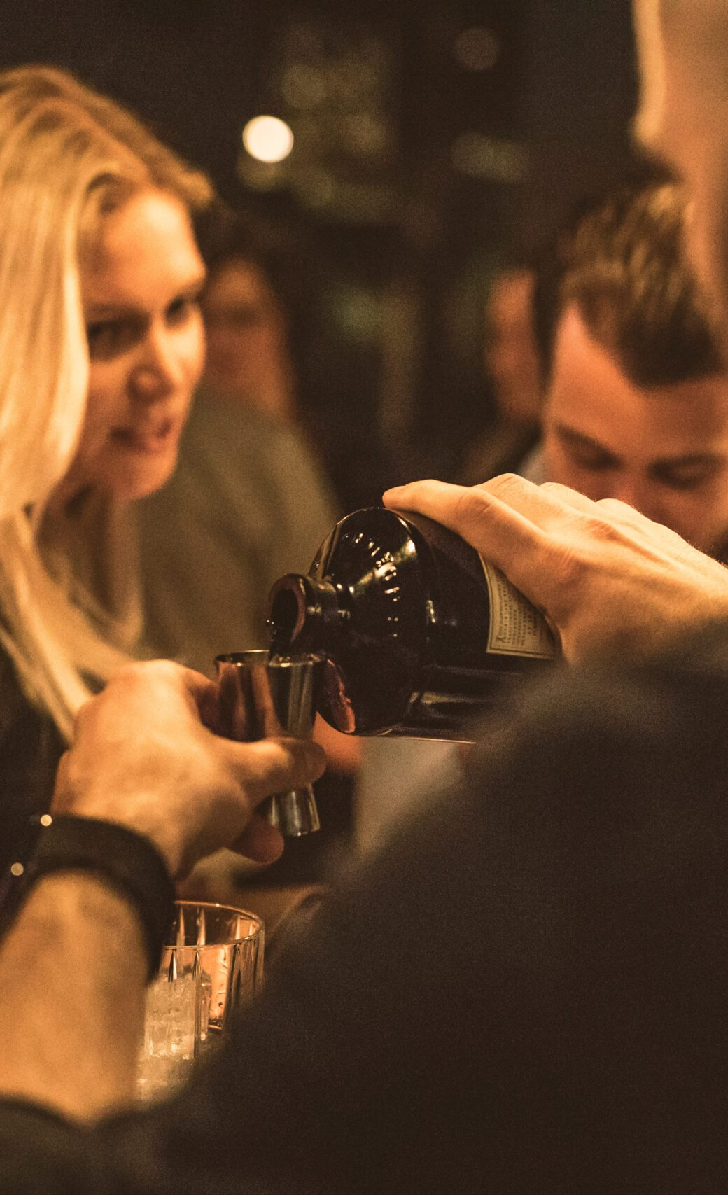 Pouring, Gin, Barkeeper, Party, Event, Eventfotografie Luzern Schweiz Fotograf